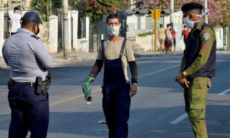 cuba COVID-19 coronavirus policía habana nasobuco