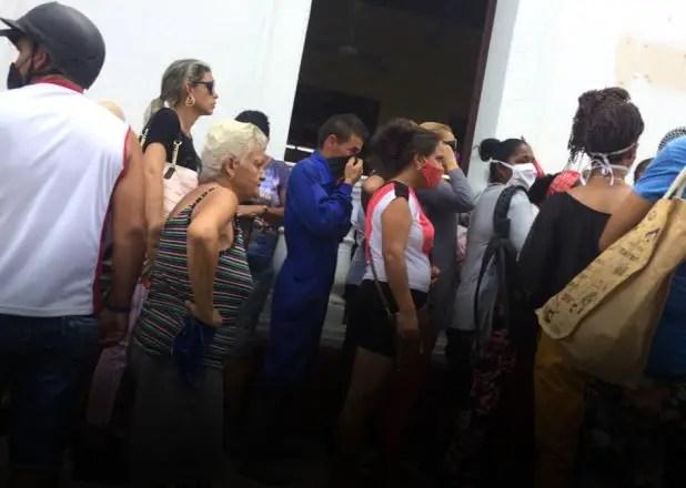 Medidas económicas profundizan mercado negro de dólares y clases sociales en Cuba