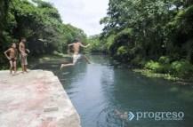 Niños en el Río Ariguanabo