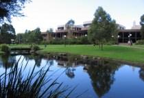 australia-wollongong-by-kim-kreutzer-campus-2008-3