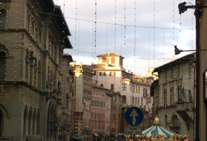 italy-perugia-by-lindsay-clark-piazza-mateotti-2005