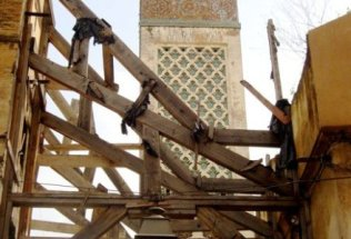 morocco-fes-by-sarah-kate-hartt-minaret-and-scaffolding