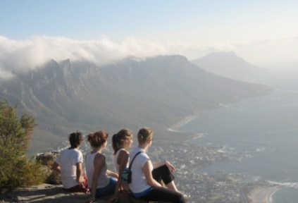 south-africa-cape-town-by-alison-greenberg-ciee-students-overlooking-cape-town-2006