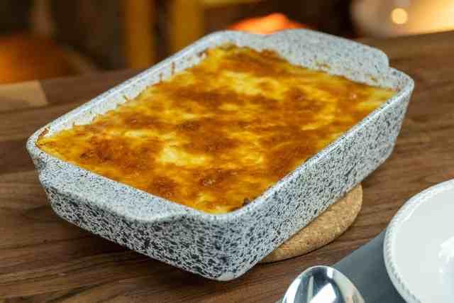 Escodidinho de carne moída com purê de batata