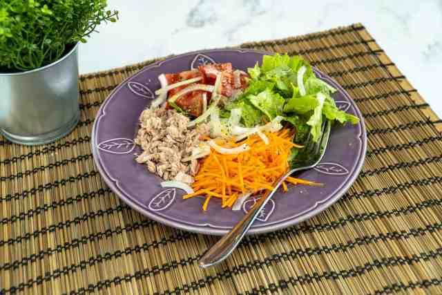 Salada de atum e cenoura
