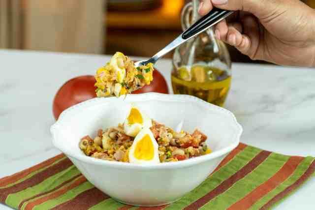 Salada de feijão frade com ovo