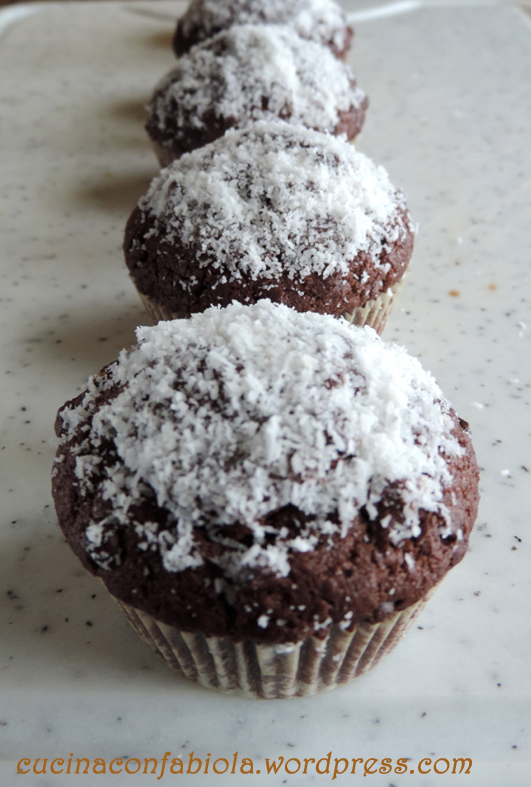 Muffins al cioccolato e cocco (1/3)