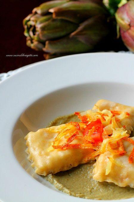 Ravioli di coniglio con crema di carciofi e patate croccanti
