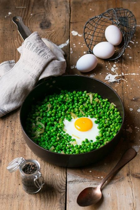 uova con piselli