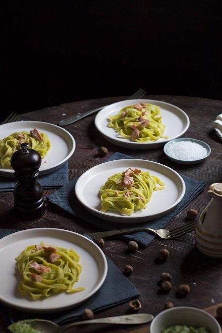 tagliatelle al salmone e pesto di broccoli