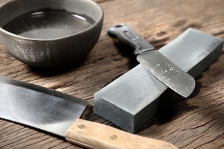 Affilare le lame, una storia di fornelli e coltelli