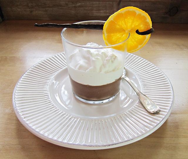 Dessert di cioccolato, avocado e cocco al profumo di arancia e vaniglia
