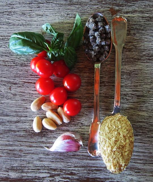 Pesto siciliano vegan, per condire fusilli freschi di farina di ceci