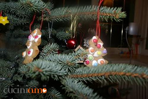 Biscotti Gingerbread per l'albero di Natale