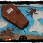 Halloween: torta cimitero con fantasmi e ossa di meringa