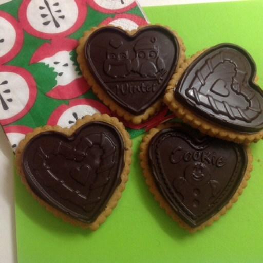 Biscotti speziati all'arancia ricoperti di cioccolato fondente al peperoncino