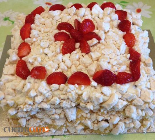 Torta Ambasciatrice con meringa e fragole