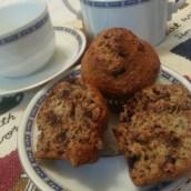 Muffins integrali con banane e gocce di cioccolato