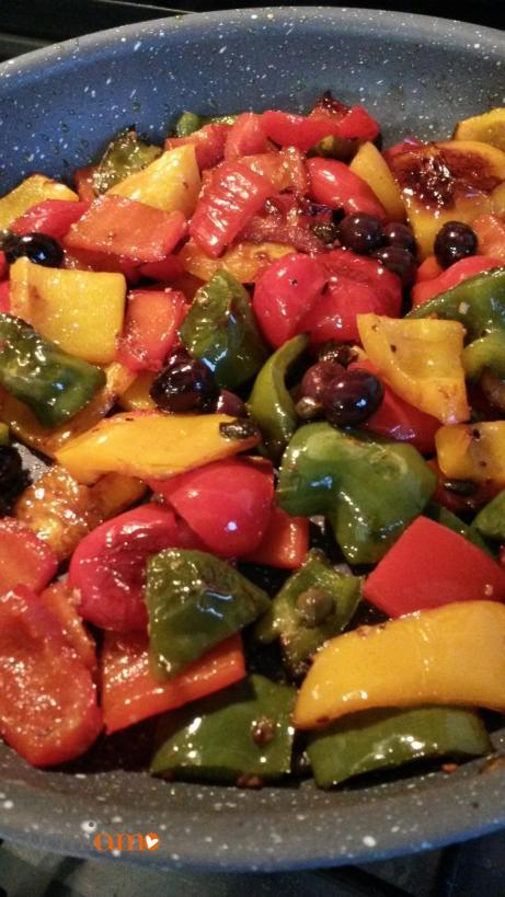 Padellata di peperoni, capperi e olive di Gaeta