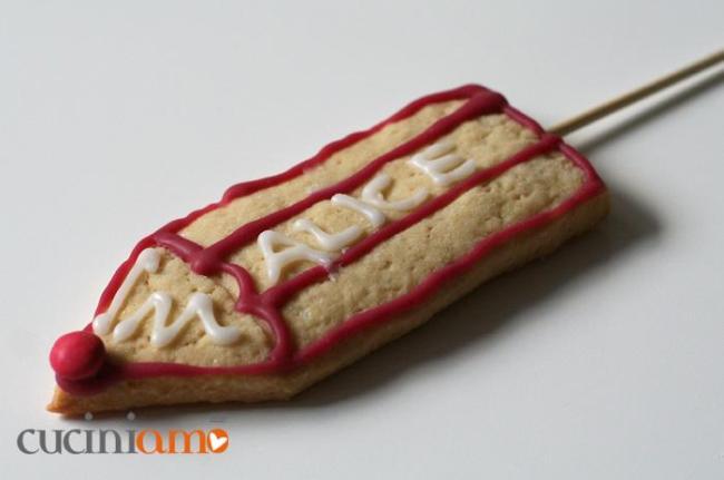 matite di pastafrolla per festeggiare la fine dell'anno scolastico