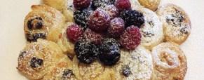 Torta di rose con cioccolato e frutti di bosco super veloce