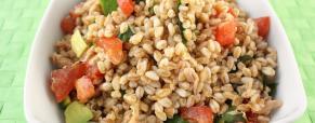 Le insalate di farro: un piatto completo e versatile perfetto per l'estate
