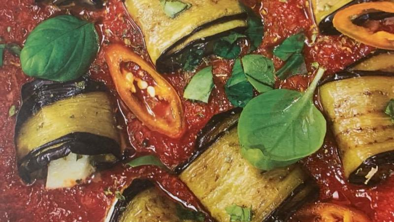 Involtini di melanzane all'arrabbiata.
