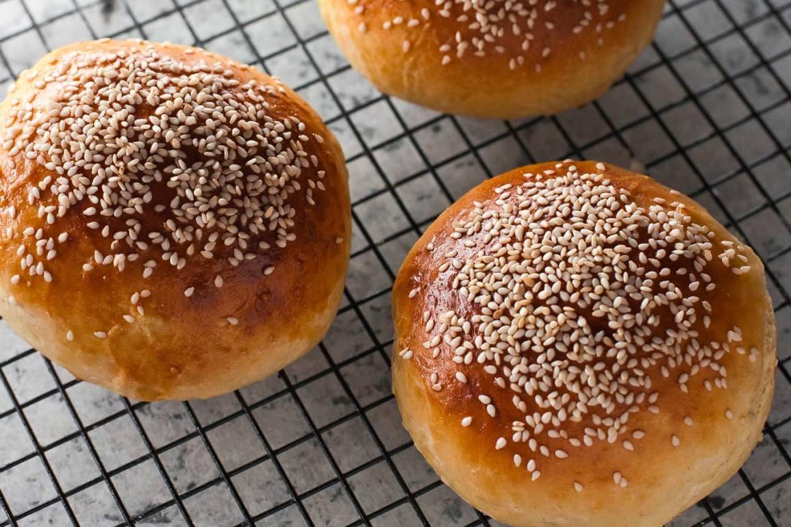 pan de papa con semillas de sésamo