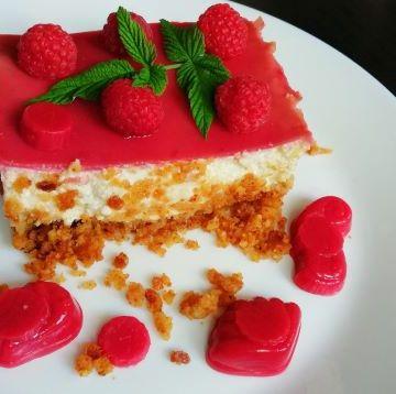 cheesecake cu jeleu de zmeura