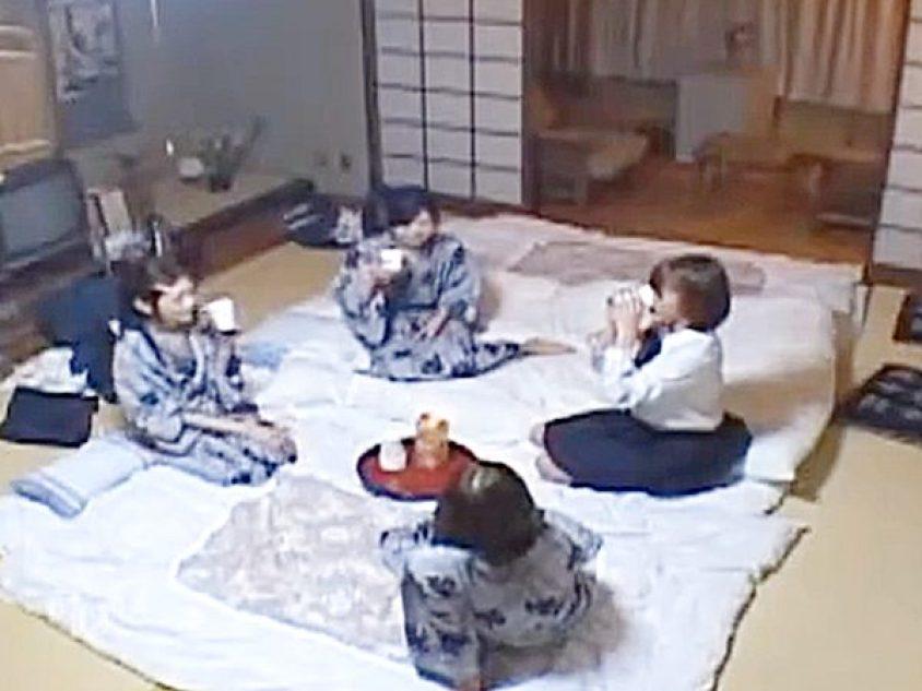 ◇昏睡レイプ JK娘◇修学旅行でしょうか?旅館の部屋で楽しくお喋りする4人の女子。。ぐっすり眠ると侵入者がやって来ますョ