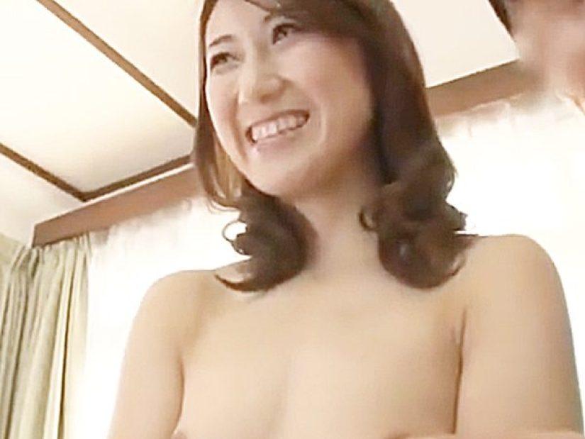 ◆初撮り|三十路妻◆『優しくがイイですネ..♡』恥ずかしそうにブラジャー外して敏感乳首の感度チェックされる奥様ですョ..