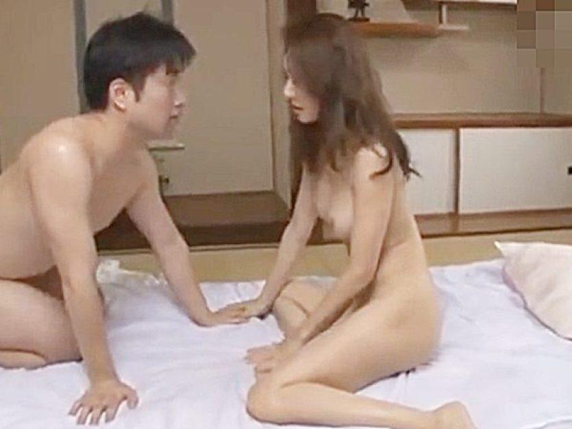 ◆エロドラマ 友人の母 五十路熟女・寝取り◆『絶対ナイショにシてね..♡』息子の友達とセックス関係のスレンダー美人ママ