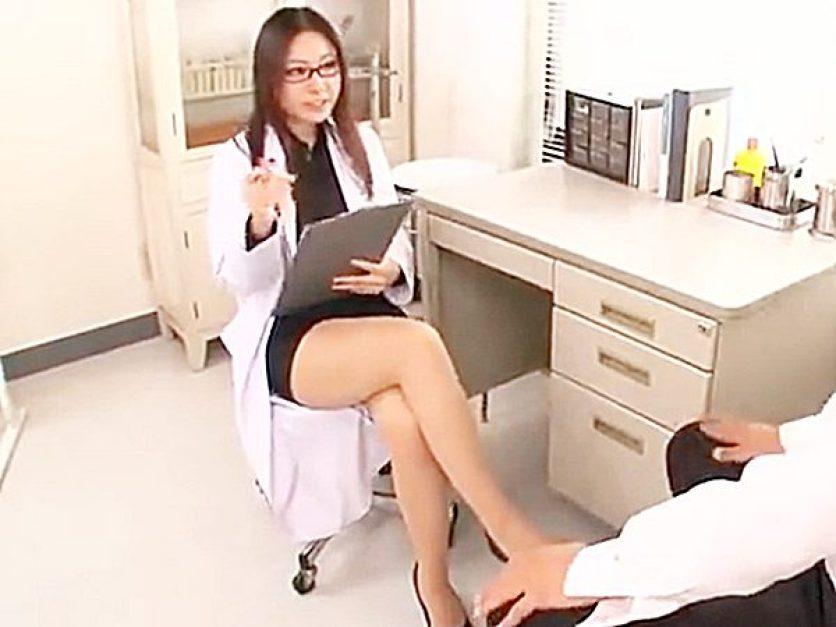 ☆女医・コスプレ|痴女・メガネ☆『最近、いつエッチをシましたか?』男性患者にはエロ診察する眼鏡美人先生!?スッキリですョ