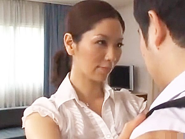 ◆近親相姦 翔田千里◆『男ならシャキッとシなさい!』学校から帰宅したナヨナヨ息子にエロい喝を入れる美熟女ママですョ..
