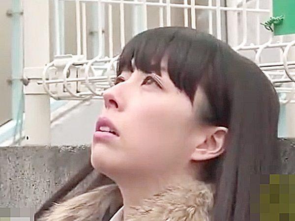 ◇エロドラマ◇痴漢男にイタズラされ子宮が疼いちゃうヤバイお姉さん!?我慢できずに、自宅玄関でマンズリ開始しますが..
