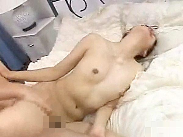 ◆母子相姦◆『うっーッ!アッあぁぁーッ!!』息子チンポでピストンされて絶叫イキする色白スレンダー熟女ママです..