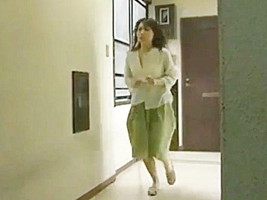 ◇ロマンポルノ・浮気妻|FAプロ◇《タッタッタッ♫~》旦那が自宅に居る休日。。マンションの隣人と不倫する奥様、忙しいョ~