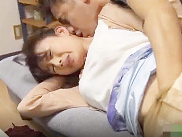 ◇NTR・エロドラマ 友人の母・三浦恵理子◇『あっあっ、ダメ~!?』父親と、あやしい関係の美熟女を襲う発情息子ですョ~