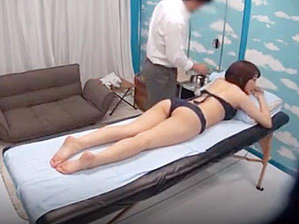 ◆素人企画|人妻NTR◆無料オイルマッサージ体験をする24歳のムチムチ若妻さん!?別室で待ってる旦那に言えない秘密が完成