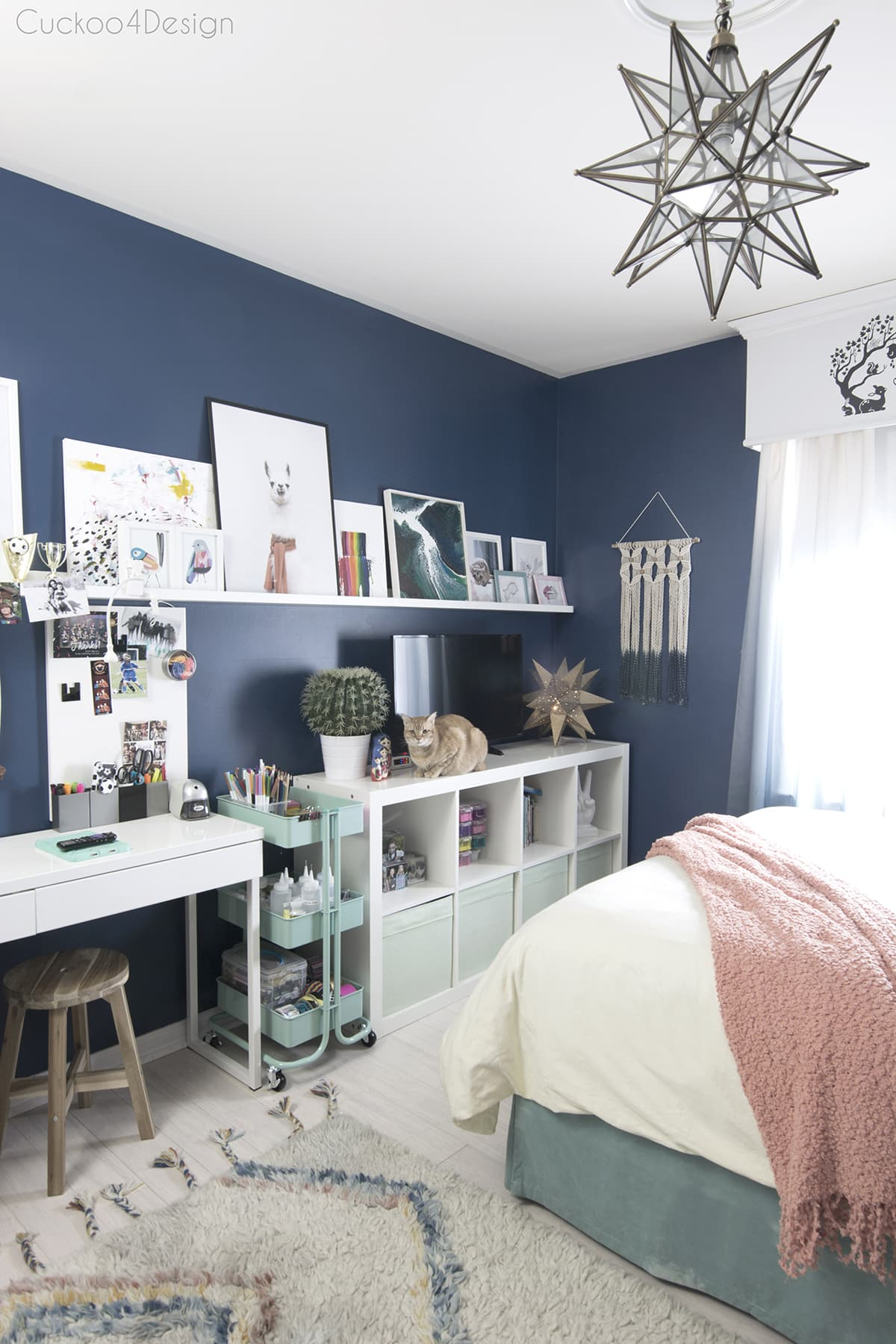 Cheap ways to decorate a teenage girl's bedroom ... on Cheap Bedroom Ideas For Small Rooms  id=95967