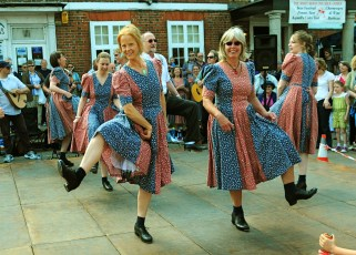 Mr Wilkins' Shilling Clog Dancers at the White Horse in 2011