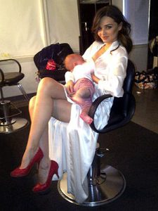 miranda kerr breastfeeding on set via People