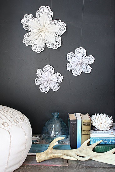 pretty holiday decorations: doily snowflakes