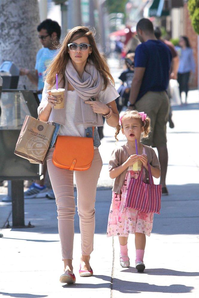 fashionable celebrity moms jessica alba