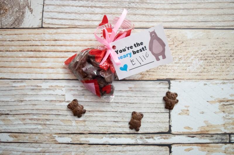Bear Hugs - adorable printable DIY kids valentine - classroom valentine #valentinesday