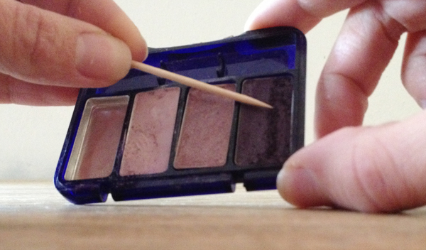 diy matte nail polish: scrape eyeshadow