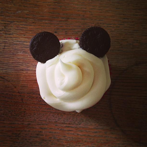 mom diary: Mickey cupcake