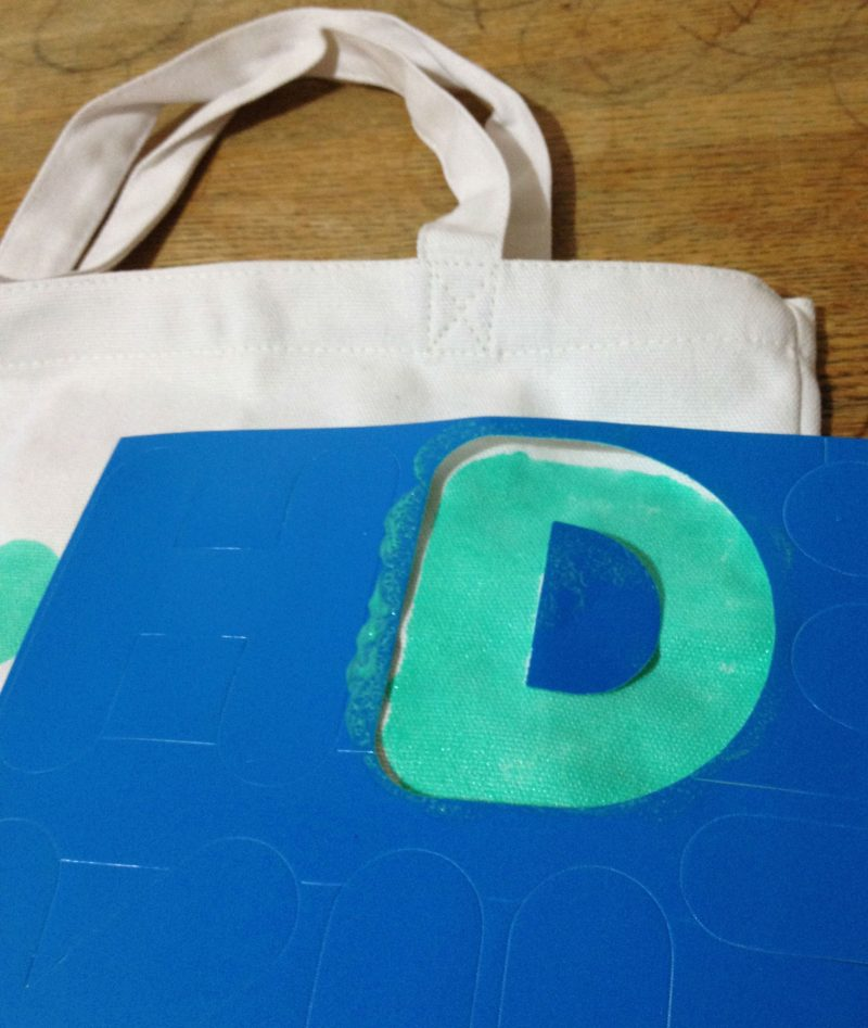 Kate Spade inspired bag: DIY quote tote stenciling