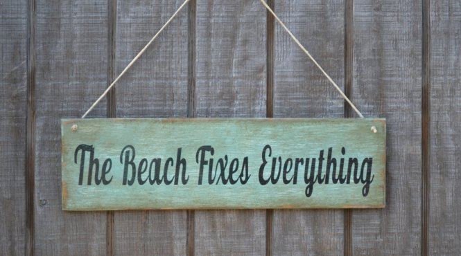 Etsy finds beach edition: beach sign