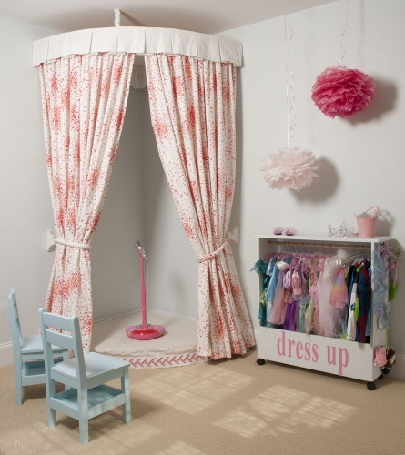 girls room: play stage